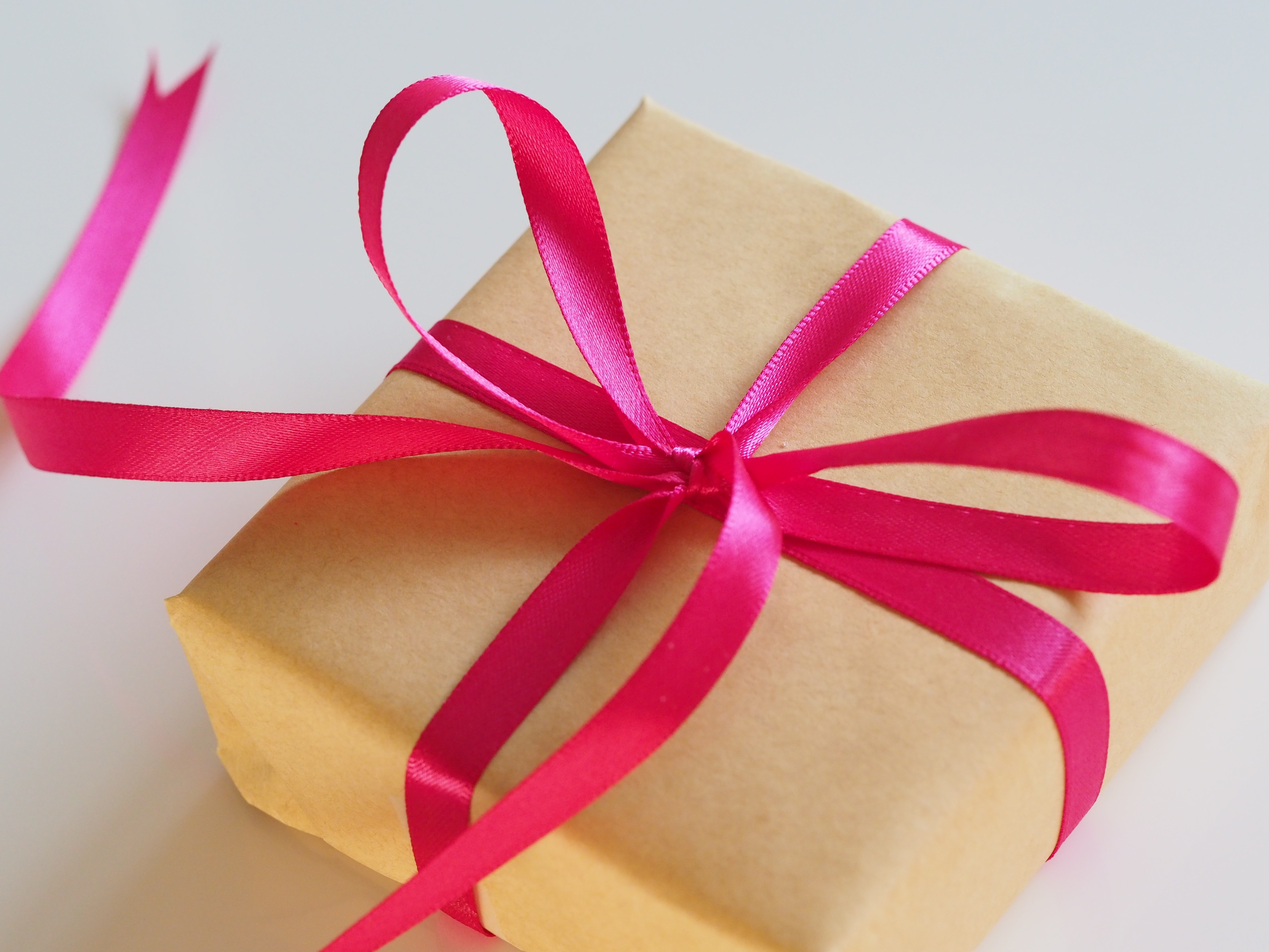 Cadeau met roze strik